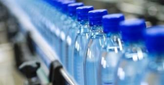 Lo ngại nước đóng chai nhiễm hạt nhựa siêu nhỏ