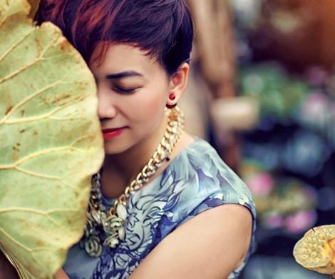 Mùa hạnh phúc từ tranh Đông Hồ bước vào thời trang Việt