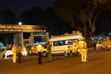 Hàng nghìn người dân chờ nhiều giờ để tiễn biệt cố Thủ tướng Phan Văn Khải