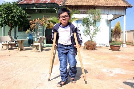 Hệ thống phơi cà phê thông minh từ ước mơ phụ giúp cha mẹ của cậu học trò khuyết tật