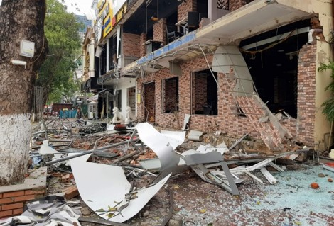 Nhà hàng đồ nướng tan hoang sau vụ nổ lớn như bom