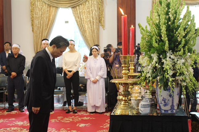 Cac doan ngoai giao, nguoi dan den vieng co Thu tuong Phan Van Khai trong ngay Quoc tang