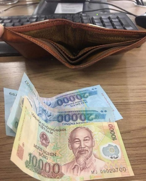 Dân mạng bất bình với bà vợ lén rút tiền trong ví của chồng, chỉ chừa lại 20 ngàn