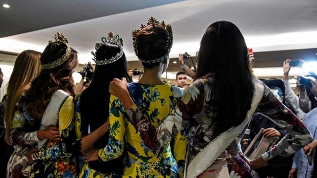Thi sinh Hoa hau Venezuela to nhau 'doi chac tinh - tien'