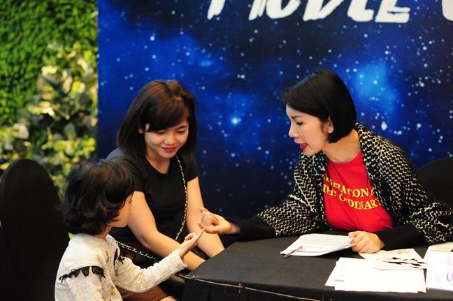 Xuan Lan: 'Tre em le thuoc thiet bi dien tu, quen viec trau doi ky nang song'