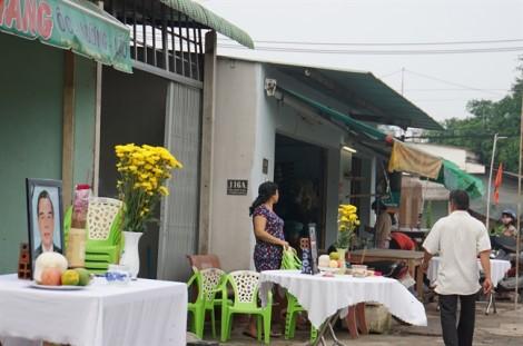 Người dân Củ Chi lập bàn thờ tiễn biệt cố Thủ tướng Phan Văn Khải