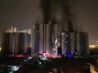 Cháy chung cư Carina Plaza, hơn 50 người thương vong, hơn 100 xe các loại bị thiêu rụi