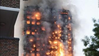 Từ vụ cháy chung cư Carina Plaza: Phải làm gì khi bị mắc kẹt trong nhà cao tầng?