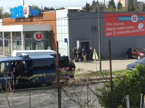 2 người thiệt mạng, nhiều người bị bắt làm con tin tại Pháp