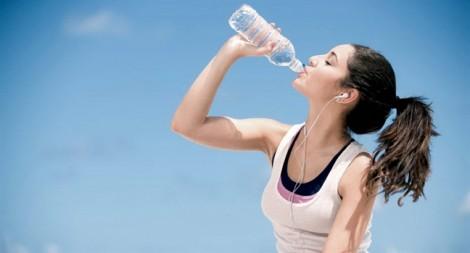 Mùa nóng: Bổ sung nước không đúng cách, coi chừng rước bệnh