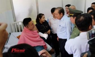 Phó Thủ tướng Trương Hòa Bình động viên các nạn nhân vụ cháy chung cư Carina