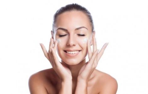 Cách giúp mặt luôn sạch mụn trong mùa hè nóng bức