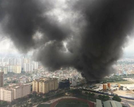 Cháy lớn chợ Quang ở Hà Nội, tiểu thương khóc ròng vì tay trắng
