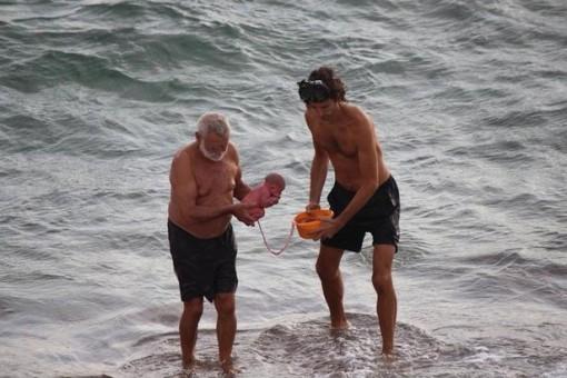 Kỳ diệu khoảnh khắc thai phụ sinh con dưới biển