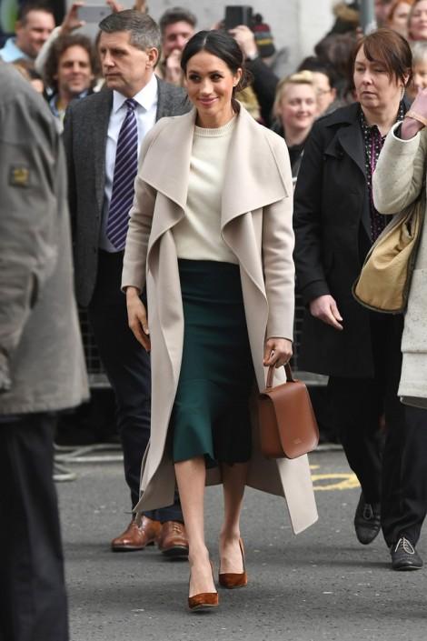 Nàng công sở học cách diện đồ thanh lịch như vợ sắp cưới Hoàng tử Harry