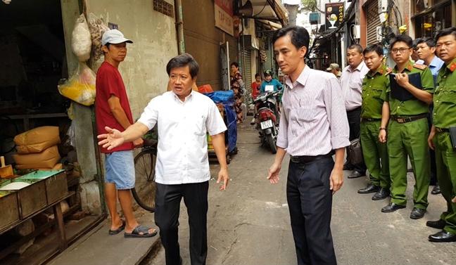 Pho Chu tich quan 1 Doan Ngoc Hai chay bo duoi bat xe tai di nguoc chieu o trung tam Sai Gon