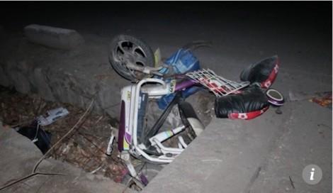 Chồng say rượu lái xe tông nhầm vợ con rồi bỏ trốn
