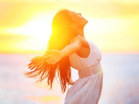 Mẹo chăm sóc tóc mùa hè giúp giảm khô, gãy rụng
