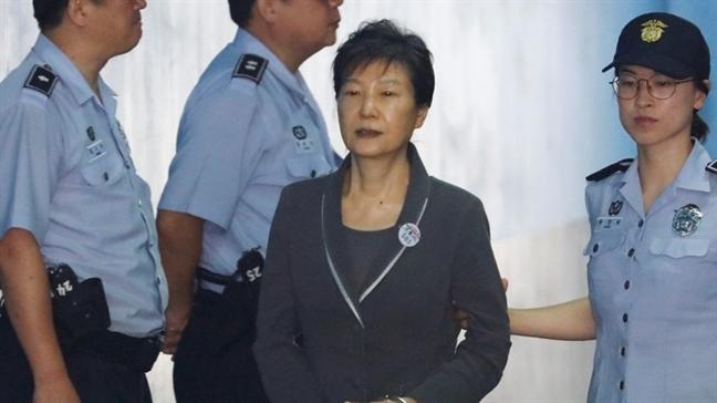 Cuu Tong thong Han Quoc Park Geun Hye bi ket an 24 nam tu