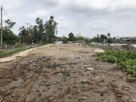 Người dân khổ sở vì công trình xây dựng bờ bao sông Thị Tường vì mạnh ai nấy làm