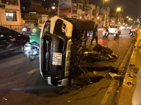 Ô tô bán tải hất văng người đàn ông rơi xuống cầu Kênh Tẻ trong đêm