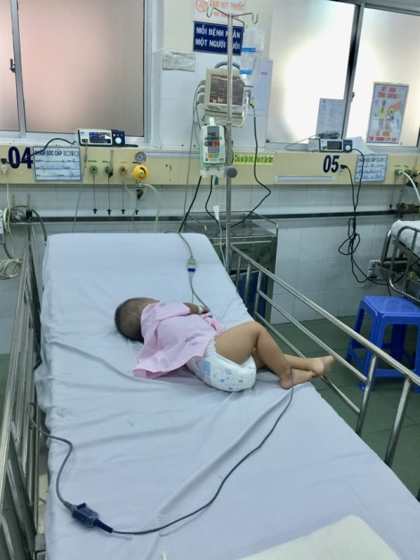 Uống nhầm thuốc an thần, bé trai ngủ mê mệt trong khoa cấp cứu