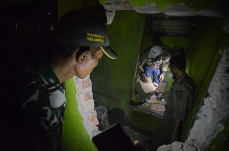 Indonesia: Hơn 60 người chết vì rượu lậu pha thuốc muỗi và siro cảm