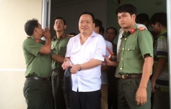 Vu 'Hinh su hoa quan he kinh te Cong ty Nong thuy san Tay Nam': Giam doc Nhan bi khoi to, bat giam oan