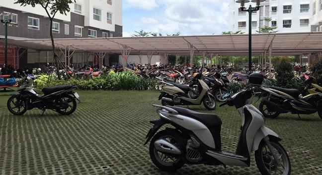 Kien nghi dua bai giu xe ra khoi tang ham chung cu: Sang kien hay toi kien?