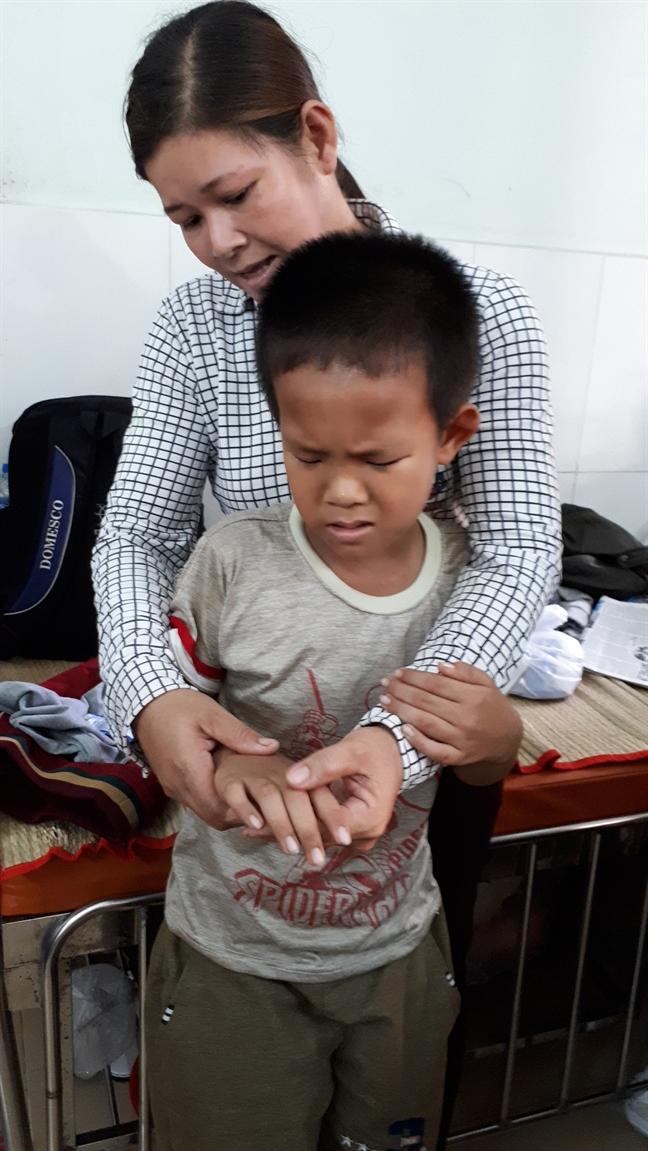 Vu 'ngo doc' sua o Tan Phu, Dong Nai - Benh vien nhi dong 1 - TP.HCM: Chi dieu tri trieu chung, khong dieu tri benh ly