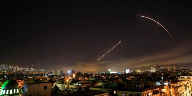 My tang gap doi ten lua, thap sang bau troi va lam rung chuyen thu do Syria