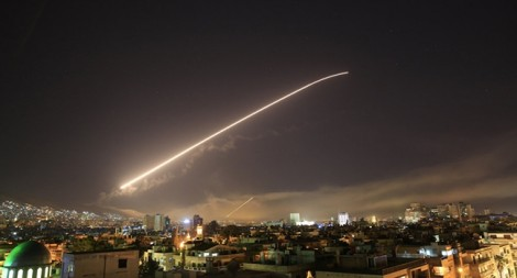 Mỹ tăng gấp đôi tên lửa, thắp sáng bầu trời và làm rung chuyển thủ đô Syria