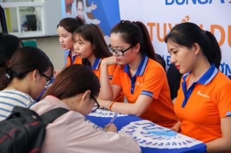 Hơn 8.000 sinh viên tự 'tiếp thị' bản thân với nhà tuyển dụng