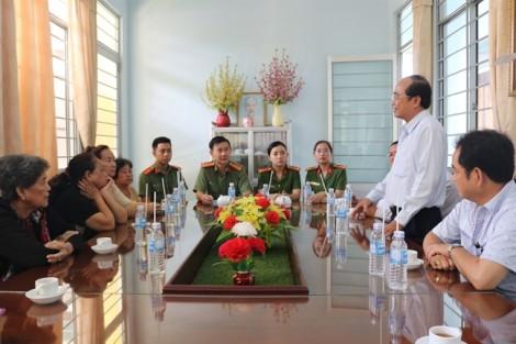 Tặng 2 tấn gạo cho người già, trẻ mồ côi ở Trung tâm bảo trợ xã hội tỉnh Long An