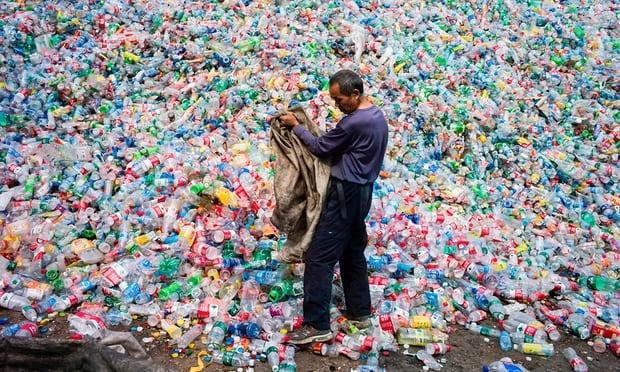 Phat hien dot pha tu bai rac: Enzym 'an' plastic se giai cuu the gioi khoi tham hoa chai nhua?