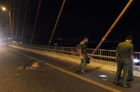 Tông chết đôi nam nữ trên cầu Rạch Miễu, tài xế ôtô bỏ trốn