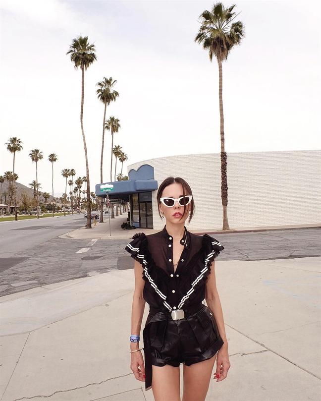 Goi y trang phuc di bien dip le 30/4 tu le hoi am nhac ngoai troi Coachella
