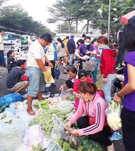 Pouyuen chậm xây trung tâm thương mại, 90.000 công nhân triền miên mua thực phẩm bẩn