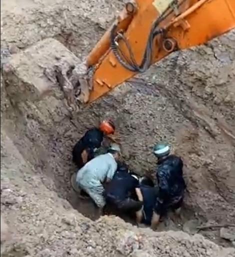 Hai vợ chồng may mắn được cứu sống khi bị chôn vùi dưới đất sâu hơn 2 mét
