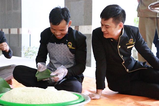 Trong 1 gio ruoi, thi goi 19 banh chung dung truyen thong dang len cac vua Hung