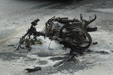 Nghi vấn người vi phạm giao thông đốt xe gây ùn ứ cửa ngõ Tân Sơn Nhất