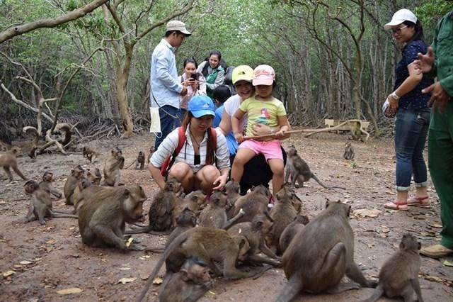 Tour nuoc ngoai dip le 30/4 va 1/5 tang dot bien
