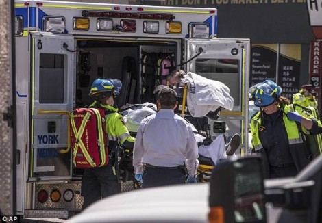 9 người thiệt mạng, 16 người bị thương vì kẻ cố ý lái xe đâm vào người đi bộ