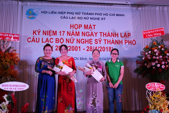 CLB Nu nghe si TP.HCM mung sinh nhat tuoi 17