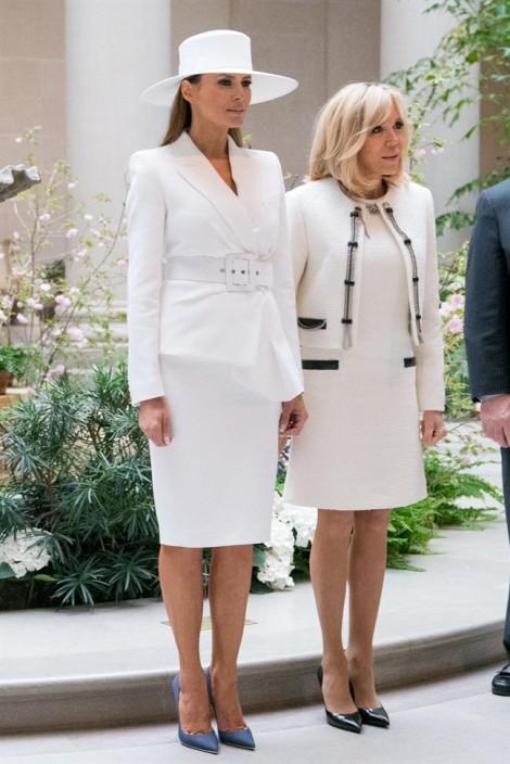 Cách phối suite trắng mùa hè sang chảnh như Đệ nhất phu nhân Mỹ Melania Trump