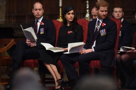 Hoàng tử William mệt mỏi, 'gà gật' vì chăm con