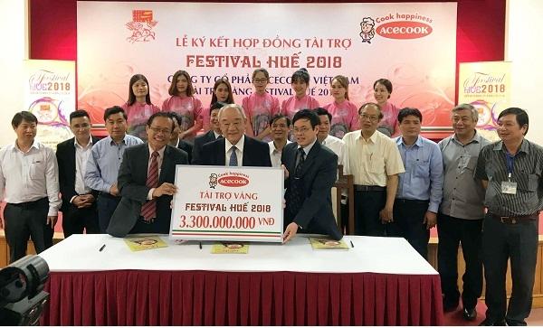 Acecook Viet Nam ky ket hop dong tai tro Festival Hue 2018