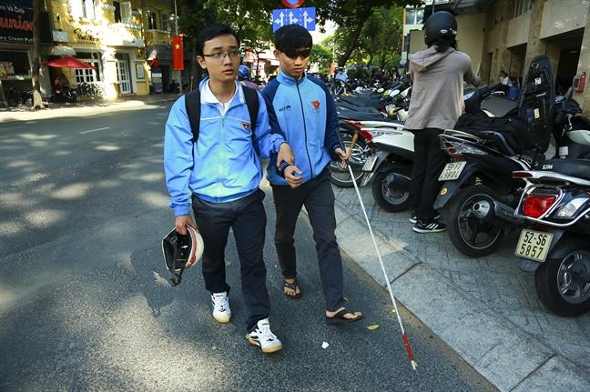 Hang tram hoc sinh khiem thi, nguoi mu thuong tiec Huong Duong