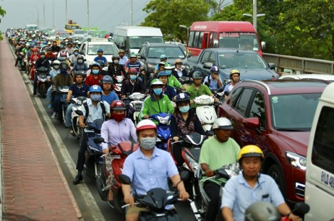 Người Sài Gòn thảnh thơi đi nghỉ lễ, Hà Nội ùn tắc nghiêm trọng trên nhiều tuyến đường