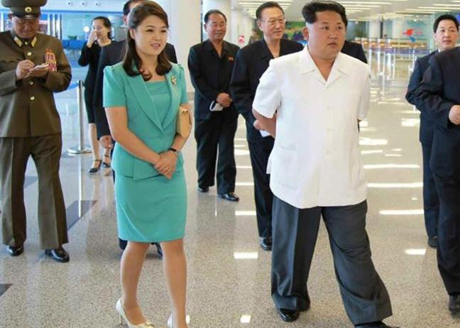 Phong cach thoi trang thanh lich cua De nhat phu nhan Trieu Tien